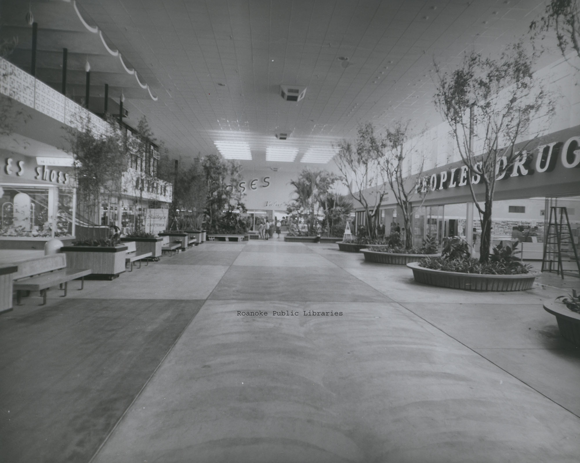 Davis 49.12 Crossroads Mall.jpg