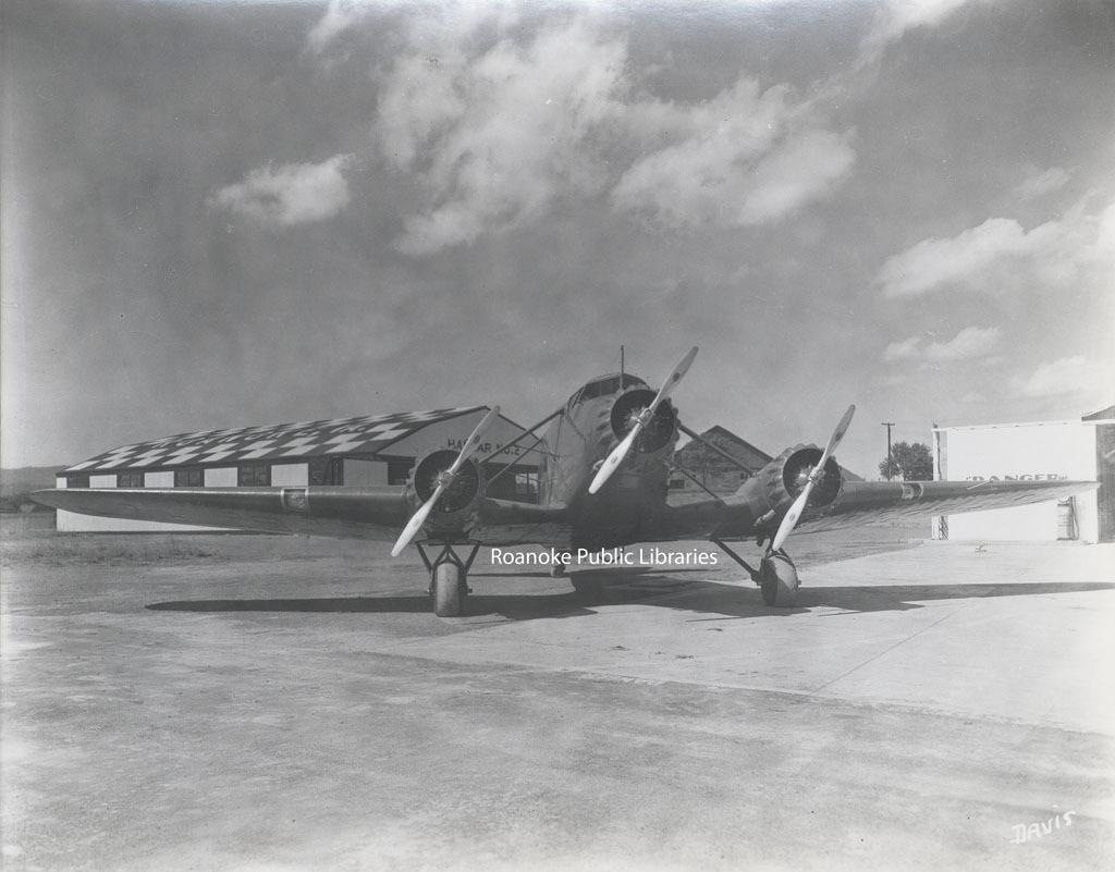 Davis 62.18 Roanoke Municipal Airfield.jpg