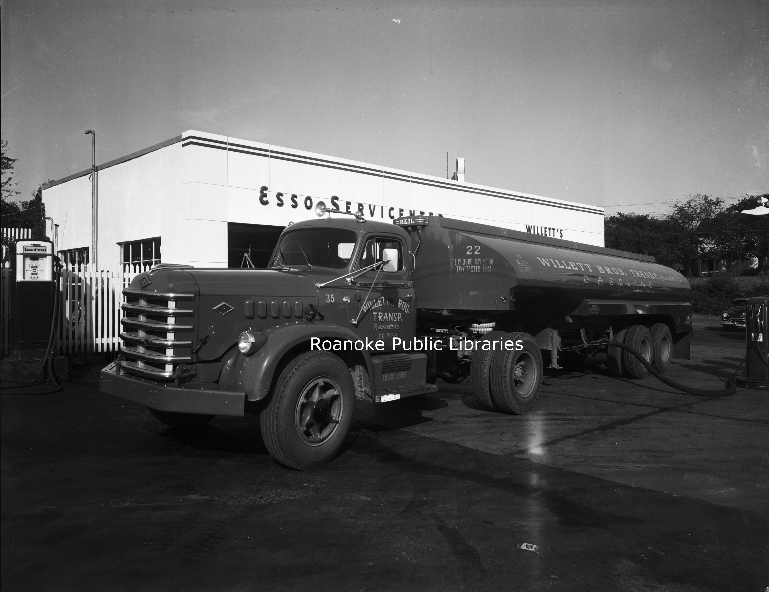 Davis 46.421 Willett Esso Tanker.jpg