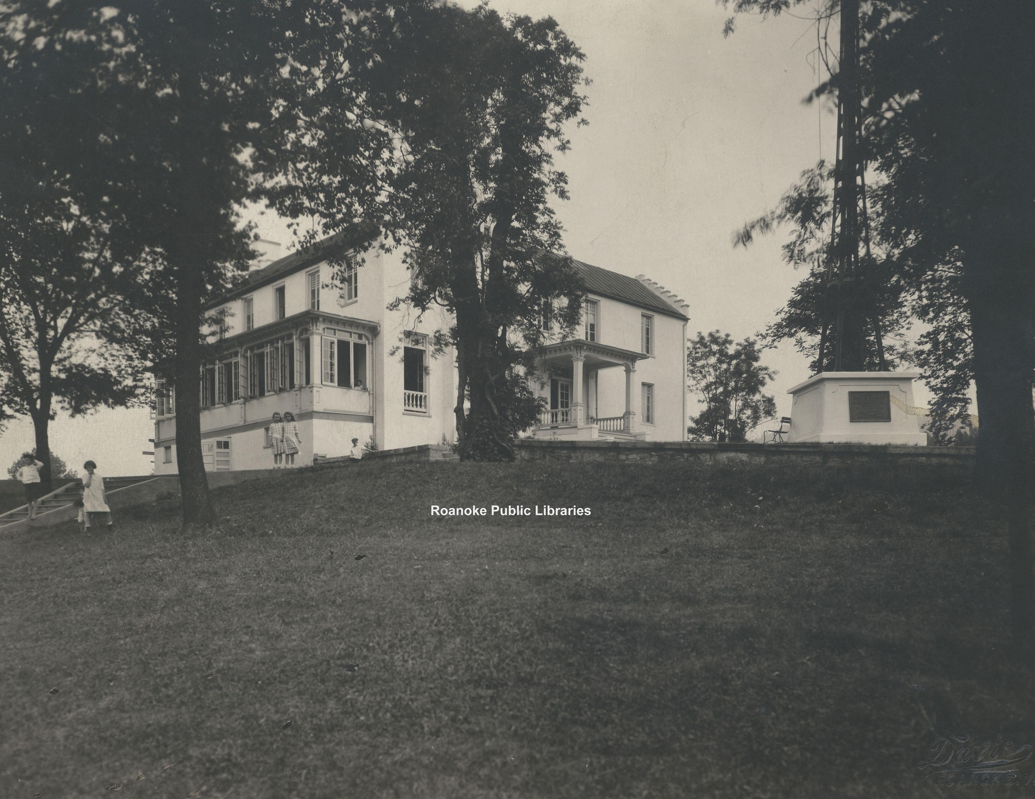 Davis 15.13 Library & Elmwood Park.jpg