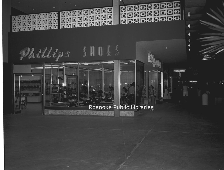 Davis2 49.124e Crossroads Mall.jpg