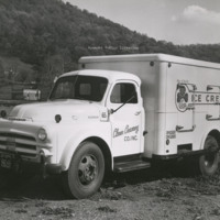 Davis 48.21 Clover Creamery Truck
