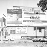 Davis2 1.3 Grand Piano Billboard