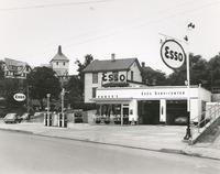 Davis 46.331 Vance's Esso.jpg
