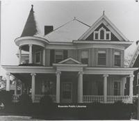Davis 30.1o Queen Anne Style House.jpg